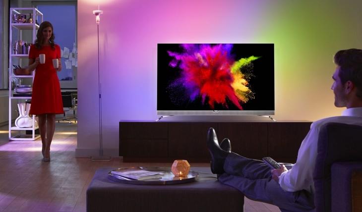 UHD: Philips präsentiert mit dem neuen  55POS901F den ersten OLED-TV mit Ambilight